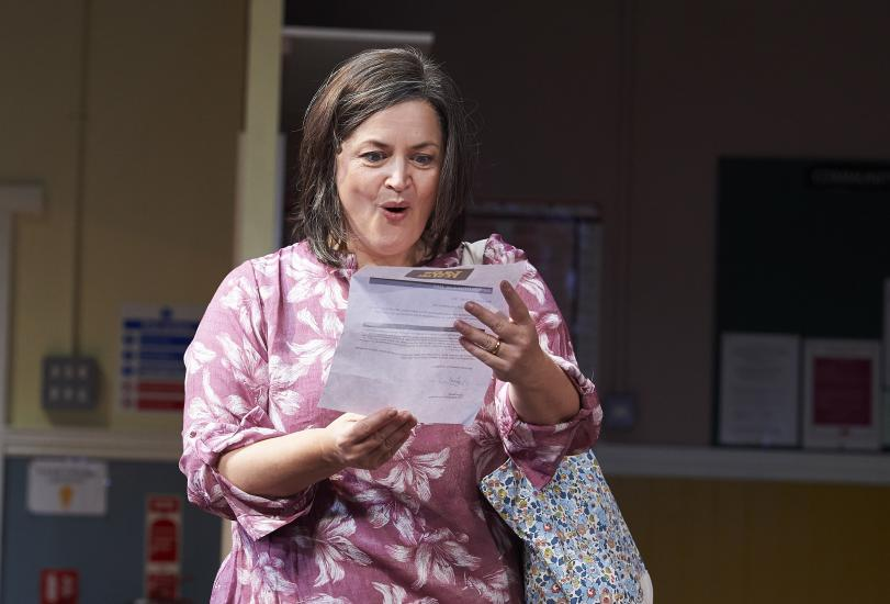 Ruth Jones reads